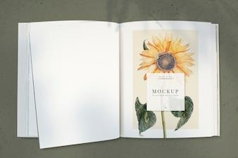Zonnebloem op een tijdschriftmodel met een lege ruimte