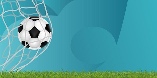 3d geef voetbalbal terug binnen het netwerk van het doel op het gras en de blauwe geweven achtergrondbanner
