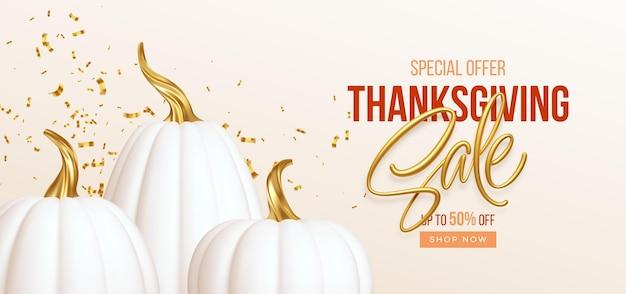 3d-realistische witte gouden pompoen met verkoop tekst geïsoleerd op een witte achtergrond. thanksgiving achtergrond met pompoenen en thanksgiving verkoop belettering. vector illustratie eps10