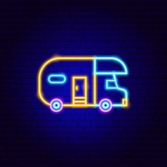 Aanhangwagen neon teken. vectorillustratie van buitenpromotie.
