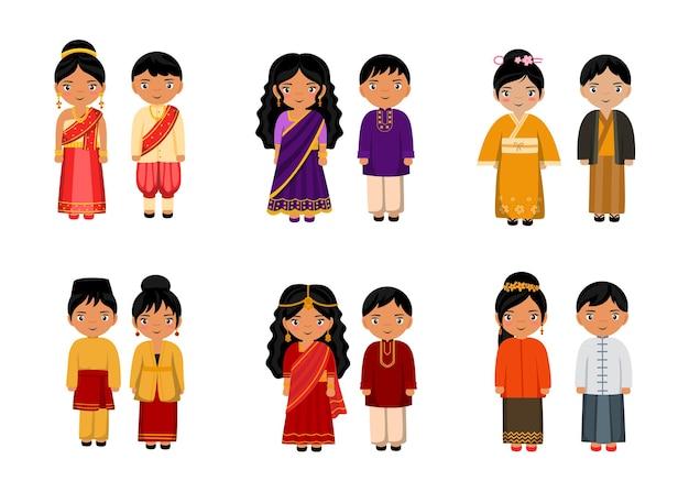 Aantal mensen in traditionele aziatische kleding stripfiguren, mannelijke en vrouwelijke nationale kostuums collectie concept, geïsoleerde vlakke afbeelding