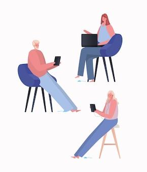 Aantal vrouwen en man met laptop en tablet bezig met stoelontwerp van het thema work from home