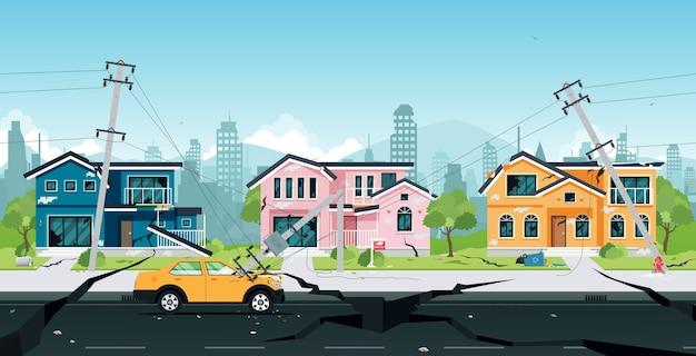Aardbevingsschade aan huizen en elektrische palen in botsing met auto's.