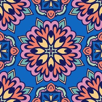 Abstract kleurrijk feestelijk etnisch geometrisch stammenpatroon