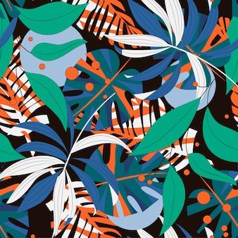 Abstract naadloos patroon met kleurrijke tropische bladeren en installaties op donkere achtergrond