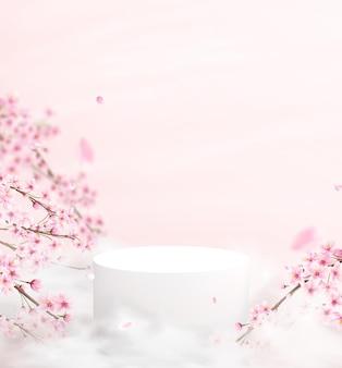 Abstracte achtergrond in een minimalistische stijl met een podium in roze kleuren. leeg voetstuk voor productvertoning met kersenbloesems en bloemblaadjes.