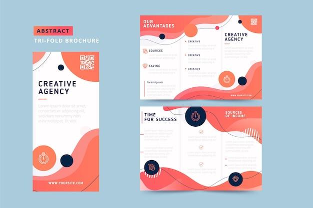 Abstracte driebladige brochure met vloeiende vormgeving