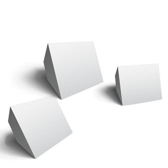 Abstracte geometrische kubussen die in verschillende posities op geïsoleerd wit worden geplaatst
