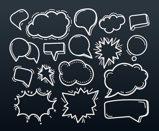 Abstracte handgetekende doodle toespraak wolken instellen
