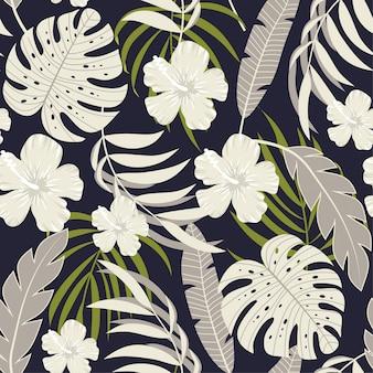 Abstracte tropische naadloze achtergrond met witte bloemen