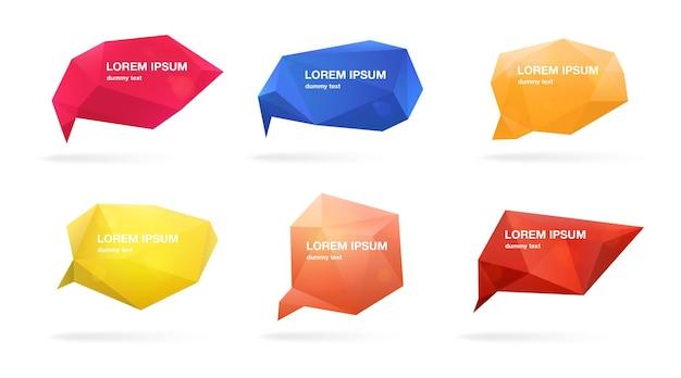 Abstracte veelhoekige tekstballonnen set. 3d-figuren met plaats voor tekst. kleurrijke vectorillustraties.