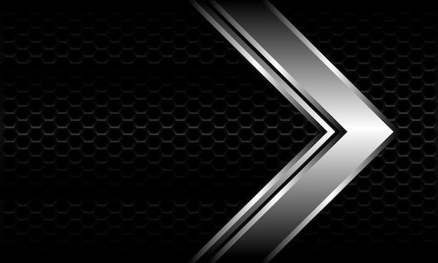 Abstracte zilveren pijl richting op zwarte zeshoek mesh patroon metalen ontwerp moderne luxe futuristische achtergrond.