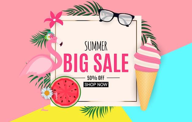 Abstracte zomer verkoop achtergrond met palmbladeren en flamingo
