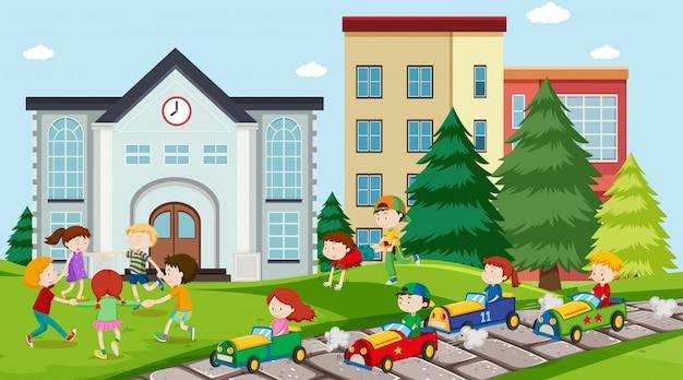 Actieve kinderen spelen in de buitenlucht