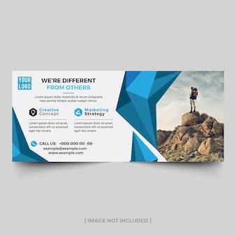 Adverterende aanplakbordlay-out met blauwe samenvatting