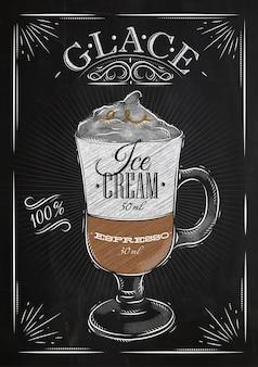 Affichekoffie glace in uitstekende stijltekening met krijt op het bord