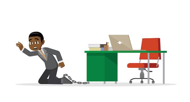 Afrikaanse zakenman die aan een bureau wordt geketend.