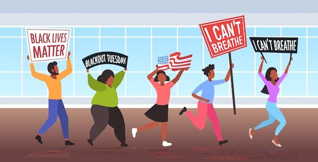 Afro-amerikaanse demonstranten met zwarte levens zijn van belang voor spandoeken die protesteren tegen rassendiscriminatie Premium Vector