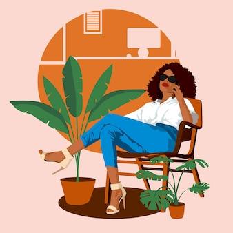 Afro-amerikaanse zakenvrouw zittend op een stoel en praten aan de telefoon