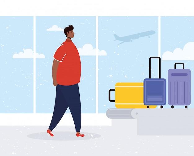 Afro jongeman met koffers in transportband