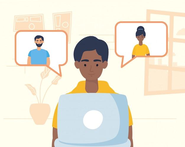 Afromens die laptop met behulp van om te communiceren en thuis te blijven