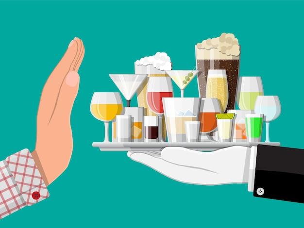 Alcoholmisbruik concept. hand geeft dienblad met alcohol aan andere hand. stop met alcoholisme. afwijzing..