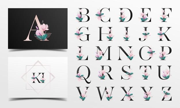Alfabet met mooie decoratieve waterverfbloemen