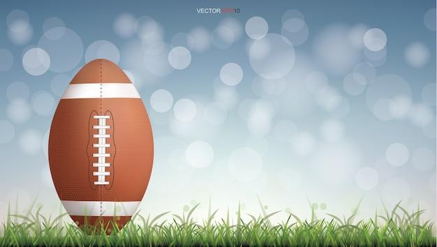 Amerikaanse voetbalbal of rugbyvoetbalbal op groen grashof