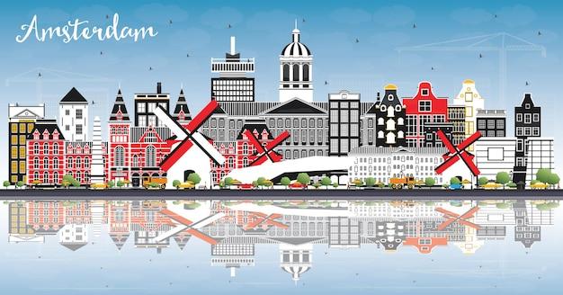 Amsterdam holland city skyline met kleur gebouwen blauwe lucht en reflecties vectorillustratie
