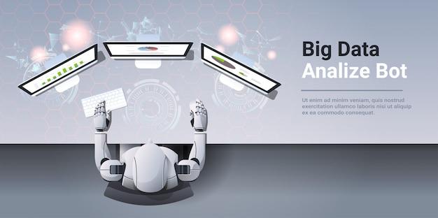 Analytics bedrijfsrapport financiële resultaten op computermonitor big data analyseren botconcept robot