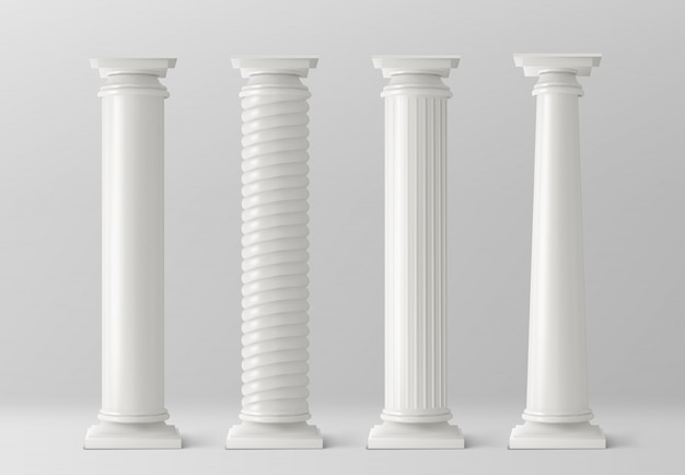Antieke kolommen die op witte achtergrond worden geplaatst