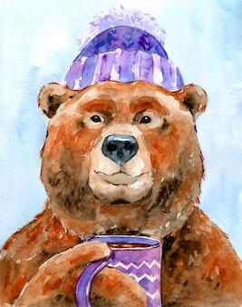 Aquarel illustratie karakter winter bruine beer in een lila warme muts drinkt thee uit een mok