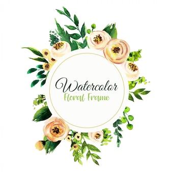 Aquarel uitnodiging ontwerp met bladeren en bloemen.
