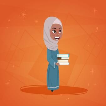 Arabisch meisje houdt boeken kleine cartoon
