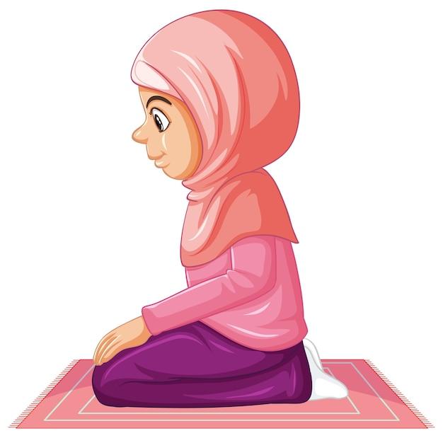 Arabisch moslimmeisje in traditionele roze kleding in zittende positie die op witte achtergrond wordt geïsoleerd