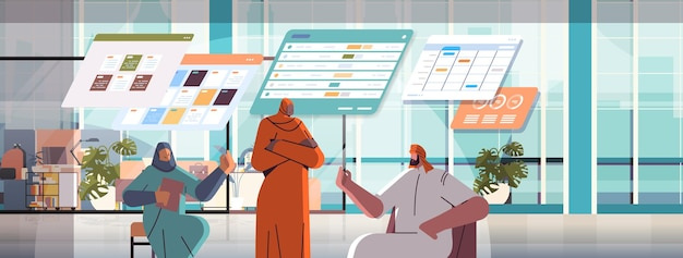 Arabisch zakenmensenteam dat statistische gegevens analyseert op virtuele borden, succesvol teamwerkconcept kantoorinterieur
