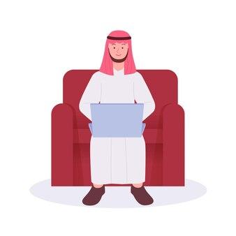 Arabische man zit en werkt met laptop vlakke afbeelding