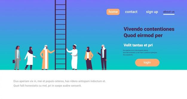 Arabische mensen groep klimmen carrièreladder manier omhoog nieuwe kansen op werk