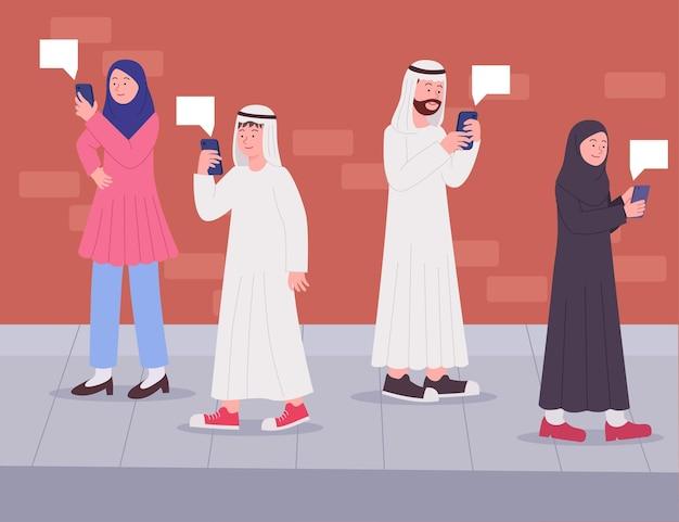 Arabische mensen kijken naar smartphone die op straat loopt