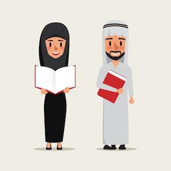 Arabische of islamitische mensen die een boek lezen