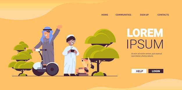 Arabische schooljongens spelen met radiografisch bestuurbare tractor en rijden gyroscooter arabische jongens plezier volledige lengte horizontale kopie ruimte vectorillustratie
