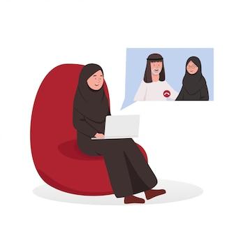 Arabische vrouw video-oproepende ouders in bank
