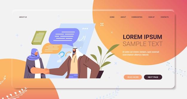 Arabische zakenlui die samen handen schudden zakenpartners handdruk partnerschap teamwerk concept portret horizontale kopie ruimte vectorillustratie