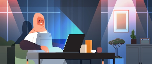 Arabische zakenvrouw freelancer bezig met laptop arabische vrouw zittend op de werkplek in donkere nacht thuiskamer