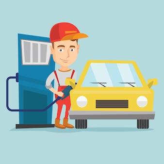 Arbeider die brandstof opvullen in auto bij het benzinestation