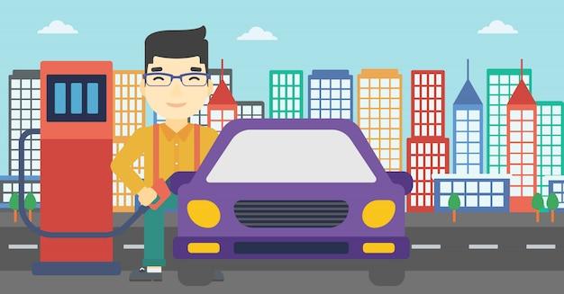 Arbeider die brandstof opvult in auto.