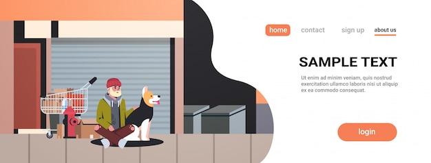 Arme bebaarde man zit met hond bedelaar man omhelst dier beste vriend dakloze stad straatgebouwen exterieur