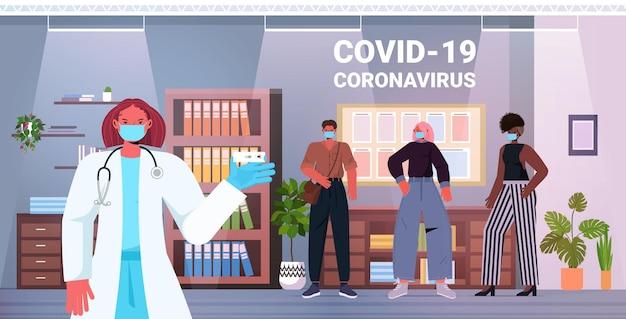 Arts in masker nemen uitstrijkje test voor coronavirus monster van mix race zakenmensen patiënten pcr diagnostische procedure covid-19 pandemie concept kantoor interieur horizontaal vector illustratie