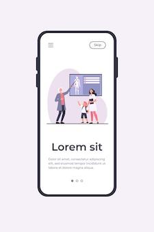 Arts menselijke anatomie uit te leggen aan kind. verpleegkundige, jongen, lichaam platte vectorillustratie. geneeskunde en onderwijs concept mobiele app-sjabloon