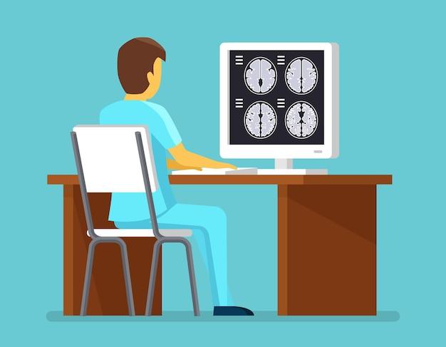 Arts onderzoekt resultaten van mri-scan
